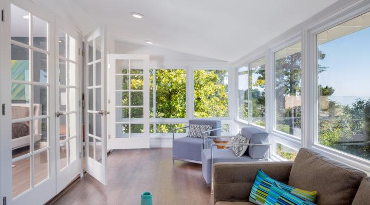 fenêtres adaptées à une grande maison